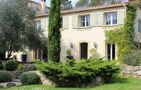 Luxury houses for sale in Opio. At walking distance from Valbonne