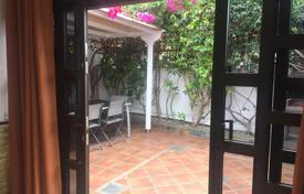 2 bedroom houses for sale in Gran Canaria. Beautiful corner bungalow in Playa del Ingles near Cita & Yumbo