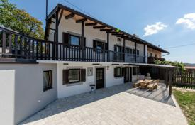 Residential for sale in Slovenia. Renewed cottage in the quiet countryside of the beautiful Karst