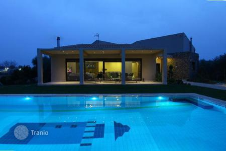 Houses with pools for sale in Attica. Beautiful villa near the sea in Attica
