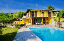Houses with pools for sale in Lake Garda. Secluded villa with a large private park, a spacious terrace and a swimming pool, Manerba del Garda, Italy
