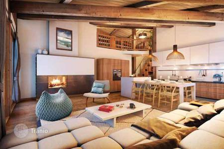 Apartments for sale in Les Gets. Cozy apartment with stunning views over the valley and slopes in a new residential complex in Les Gets, French Alps, France