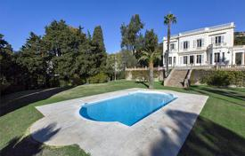 Luxury chateaux for sale in France. Castle of the 19th century with a large park, a roof-top terrace, a guest house and a swimming pool in the district of La Californie, Cannes