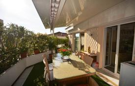 3 bedroom apartments for sale in Antibes. 3 bedroom apartment — Top floor — Large terrace 70 m²