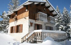 Houses for sale in Abruzzo. Property in Moella mountains ski resort. Pretoro, Italy.