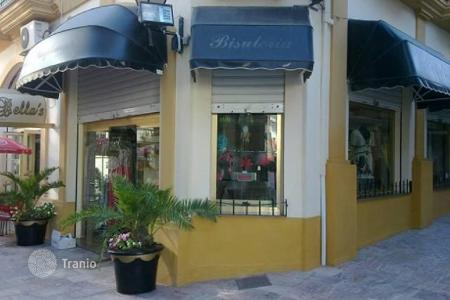 Cheap commercial property in Europe. FREEHOLD — Shop for sale in Arroyo de la Miel, San Juan commercial centre