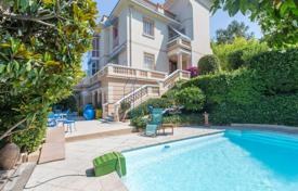 6 bedroom houses for sale in France. In the heart of Mont Boron, a splendid Belle Epoque villa with an exceptional sea view of the Baie des Anges with a south west exposure