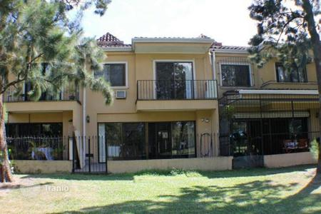 Residential for sale in Costa Rica. Great condo townhouse on the golf course in Cariari