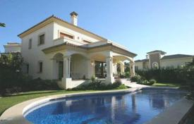 Comfortable villa with a plot, a pool, a garage and a terrace, Calahonda, Spain for 950,000 €