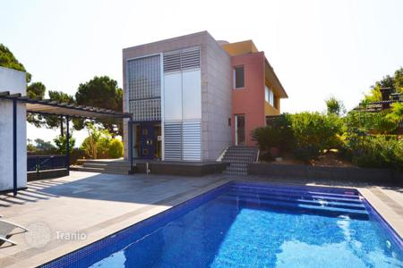 3 bedroom houses by the sea for sale in Barcelona. Villa – Sant Pol de Mar, Catalonia, Spain