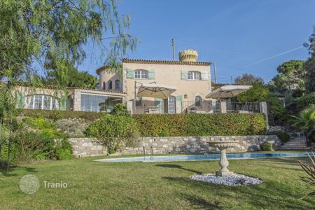 Coastal villas and houses for rent in Cannes. Charming Provencal villa in prestigious neighborhood in Cannes