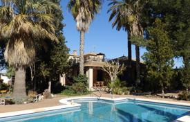 4 bedroom houses for sale in Almoradi. Finca of 4 bedrooms with a large private pool in Almoradí