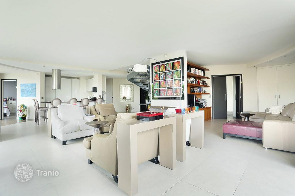 Duplex Penthouse With Terrace, Garden, Swimming Pool And Panoramic Views Of  The City Of Neuilly Sur Seine, Paris · 3,690,000 U20ac