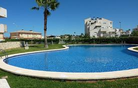 Cheap 2 bedroom apartments for sale in El Verger. Ground Floor Apartment of 2 bedrooms just 300 metres to the beach in complex with pool, playground and sport courts in El Verger