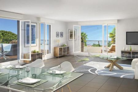 Coastal apartments for sale in Mandelieu-la-Napoule. Modern apartment in a new residence near the beach in Mandelieu-la-Napoule, Côte d'Azur, France
