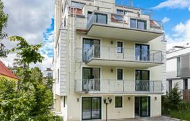 2 bedroom apartments for sale in Döbling. Two-bedroom apartment with a balcony and views of the garden, in a modern residential complex with a lift, Vienna, Austria