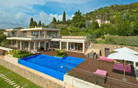 Villas and houses for rent with swimming pools overseas. Luxury contemporary villa Cannes