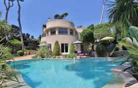 4 bedroom villas and houses to rent in Côte d'Azur (French Riviera). Cap d'Antibes — Beautiful property to rent — Close to the sea