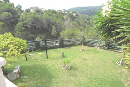 Cheap houses for sale in Catalonia. Detached house - Santa Susanna, Catalonia, Spain
