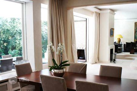 Luxury houses for sale in Berlin. Villa for two families with an extra granny flat and garden in Berlin, Grunewald