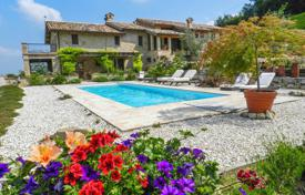 Houses with pools for sale in Marche. Two-storey house with a pool, a sauna, a terrace and a garden next to Smerillo, Italy