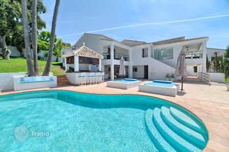 5 bedroom houses for sale in Spain. Villa with pool near the sea in Marbella East