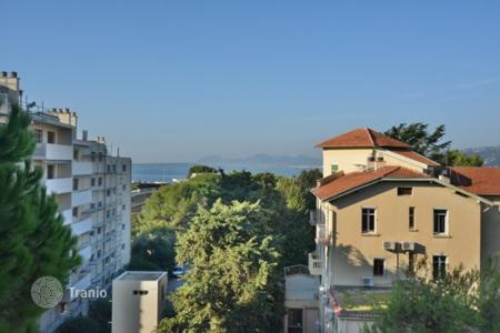 Cheap apartments for sale in Antibes. 1 bedroom apartment — Cap d'Antibes Saramartel — Sea views-