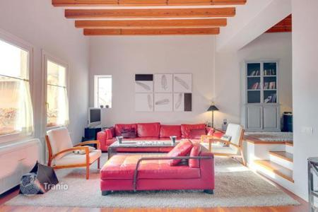 2 bedroom apartments for sale in Palma de Mallorca. The apartment in a historic building with patio, pool and view on the Cathedral in Palma de Mallorca, Mallorca, Balearic Islands, Spain
