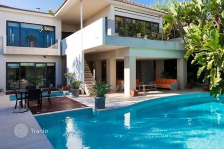 Houses with pools for sale in Sitges. Villa – Sitges, Catalonia, Spain