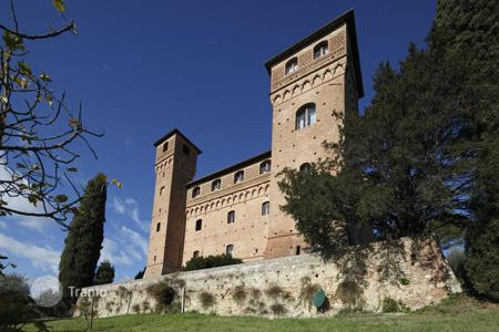 Luxury chateaux for sale in Italy. Amazing Castle in Siena
