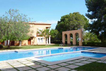 Cheap 1 bedroom apartments for sale in Alicante. One bedroom apartment with mountain views in a complex with garden and pool in Alicante, Costa Blanca