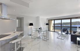 Apartments with pools for sale in Villefranche-sur-Mer. A unique penthouse with a rooftop terrace, a private garden and sea views, in a residence with a pool, Villefranche-sur-Mer, Côte d'Azur