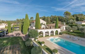 Luxury 3 bedroom houses for sale in Côte d'Azur (French Riviera). Nearby Mougins — Charming provencal mas