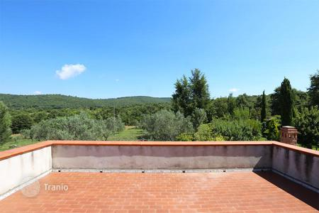 Cheap 3 bedroom houses for sale in Europe. Independent portion of farmhouse for sale Umbria