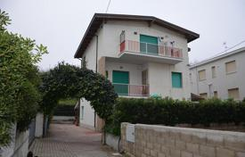 Property for sale in Abruzzo. House within walking distance to the beach in Fossacesia, Italy
