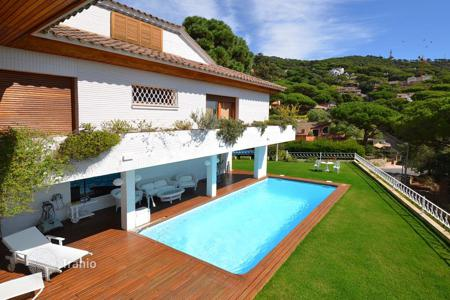 Houses with pools for sale in Cabrils. Luxury mansion with beautiful views. Cabrils, Barcelona Coast