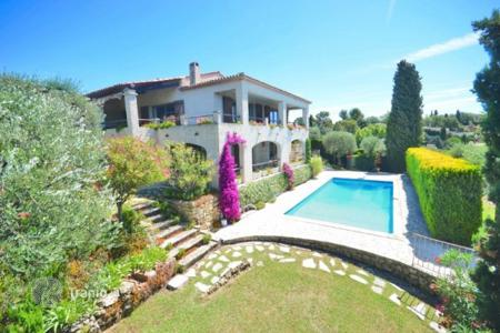 Cheap 4 bedroom houses for sale in Côte d'Azur (French Riviera). Villa – Grasse, Côte d'Azur (French Riviera), France