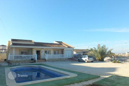 4 bedroom houses for sale in La Marina. 4 bedroom villa with private pool, garden and outside dining area in Elche