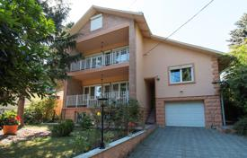 3 bedroom houses for sale in Hungary. Spacious house with a sauna and a pool in the second district of Budapest, Hungary