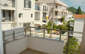1 bedroom apartments by the sea for sale in Petrovac. The apartment is in a quiet green area of ​​Petrovac
