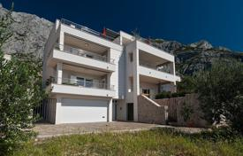 5 bedroom houses for sale in Dalmatia. Complex, consisting of a comfortable residential building and land plot for construction, Makarska, Splitsko-Dalmatia County, Croatia