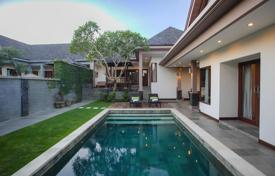 Property for sale in Bali. Comfortable villa with a terrace, a garden and a swimming pool in a secured residential complex, close to the beach, Canggu, Bali