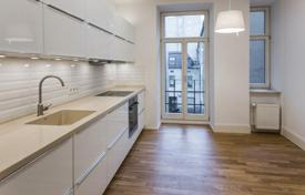 Spacious 4-room apartment with quality fit-out, in an old renovated house in the center of Riga for 290,000 €