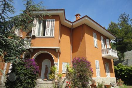 Luxury residential for sale in Ospedaletti. Historic villa with garden and panoramic sea view in Ospedaletti, Liguria, Italy