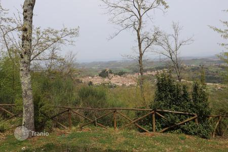 3 bedroom houses for sale in Tuscany. Stone farmhouse for sale in Tuscany with a beautiful view of the medieval village of Cetona