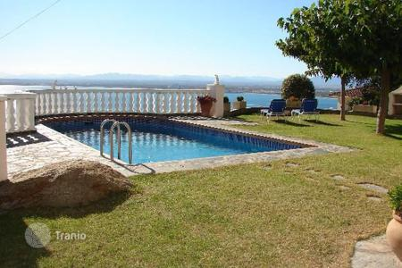 Houses with pools for sale in Roses. Villa – Roses, Catalonia, Spain