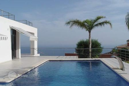 3 bedroom houses by the sea for sale in Altea Hills. Ultra-modern style villa of 6 bedrooms with private pool boasting sea-views in Altea