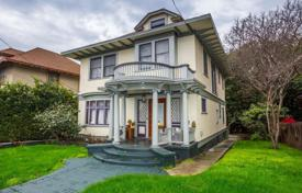 Houses for sale in North America. Historical house with a garage in the Echo Park area, Los Angeles, USA