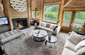 Property to rent in Megeve. Chalet with a pool, a jacuzzi and a private night club with a bar, in a quiet district, near the ski lifts, Megeve, France