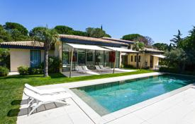 Luxury property for sale in Ramatyuel. Contemporary villa with a swimming pool in walking distance from the beach, Ramatuelle, France